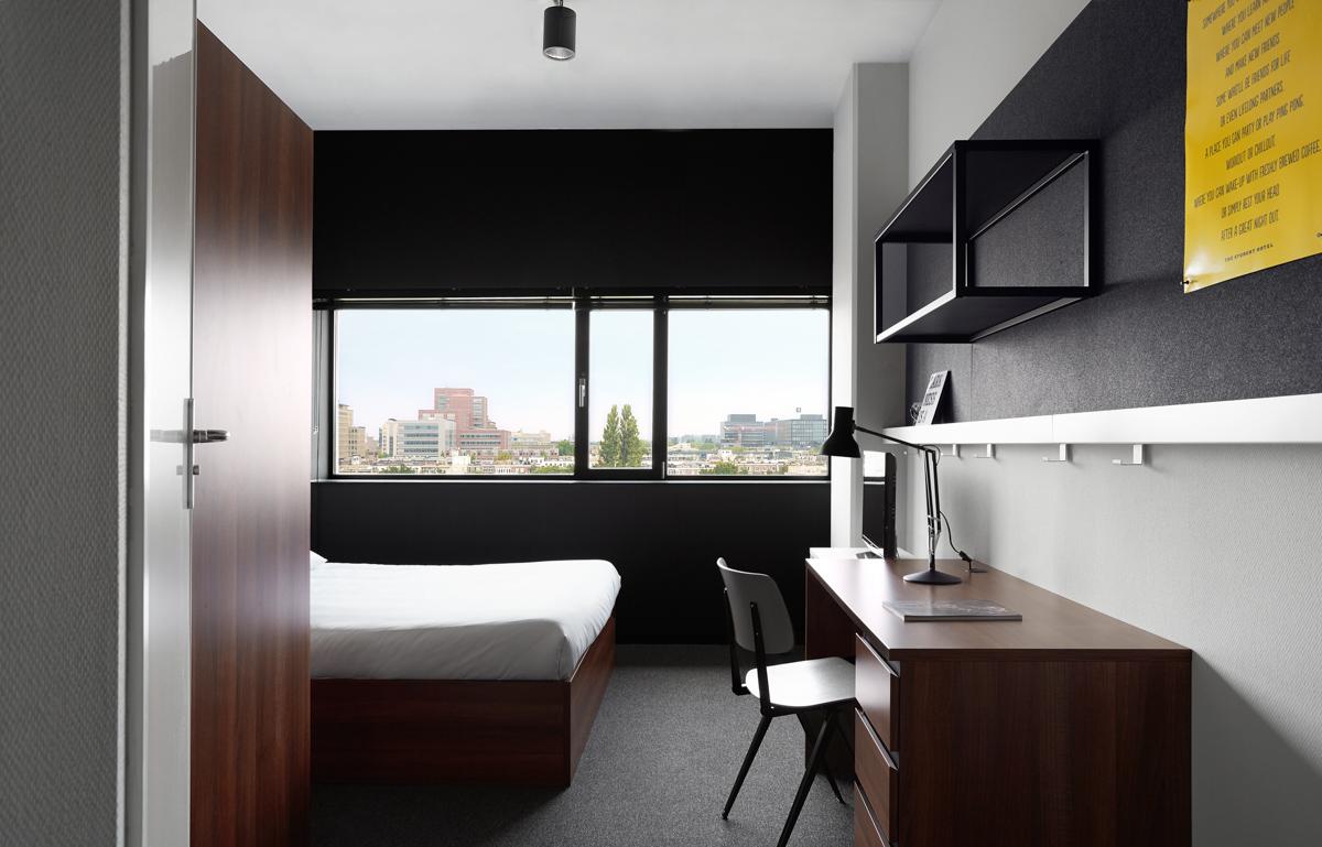 pin compact city room -#main